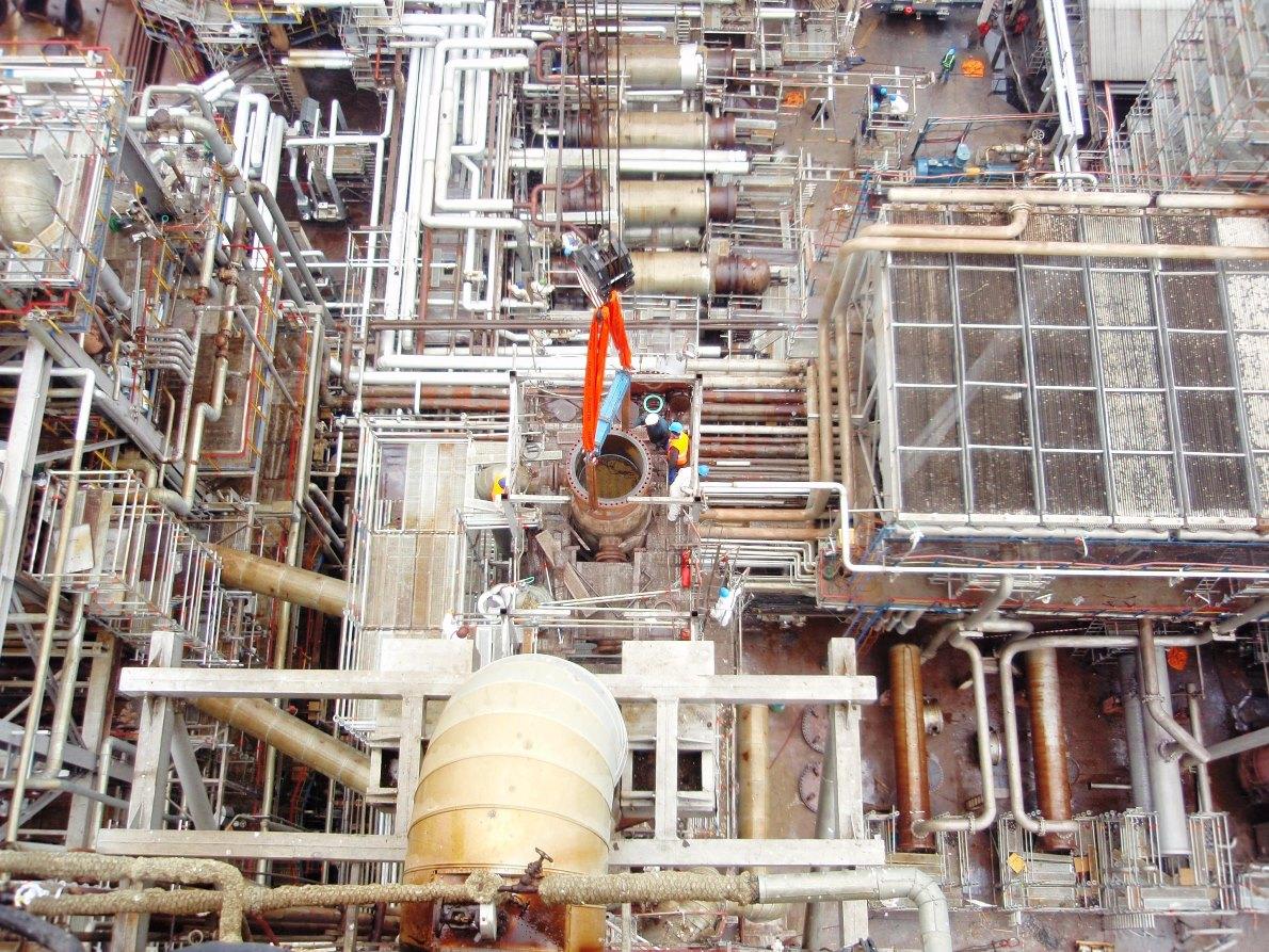 Revizii si mentenanta instalatiilor industriale din domeniul petrochimiei, chimiei si energiei